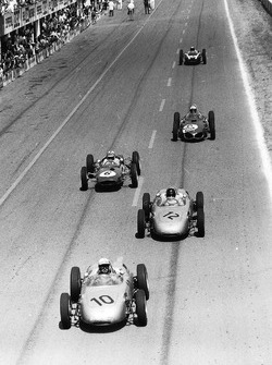 Jo Bonnier leads Dan Gurney, both Porsche 718, Innes Ireland, Lotus 21-Climax, Giancarlo Baghetti, Ferrari Dino 156, and Bruce McLaren, Cooper T55-Climax