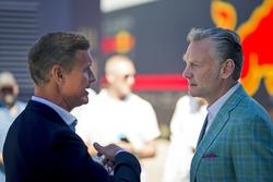 Sean Bratches, manager commercial de la F1, parle avec David Coulthard, Channel 4 F1