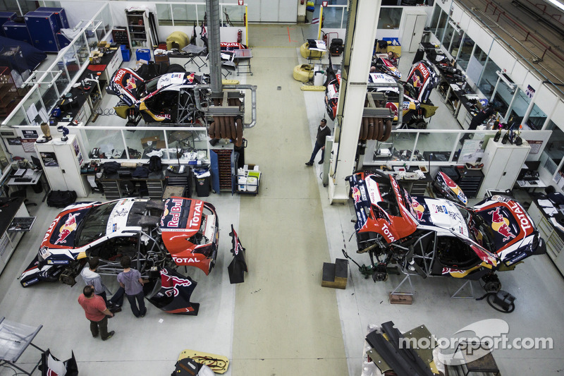 Preparativos finales del Peugeot 2008 DKR