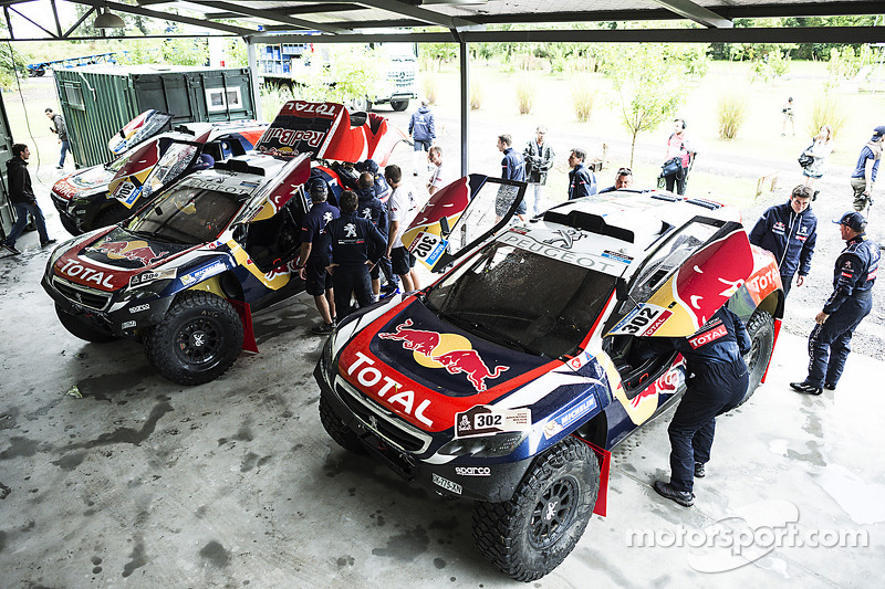 Peugeot Team arrives for testing