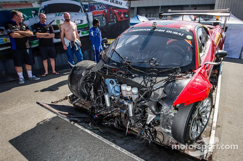 #4 Scuderia Praha Ferrari 458 Italia GT3 dopo un brutto incidente