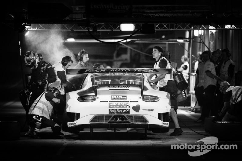 Піт-стоп для #11 Fach Auto Tech Porsche 997 GT3 R: Marcel Wagner, Heinz Bruder, Erwin Keller, Heinz