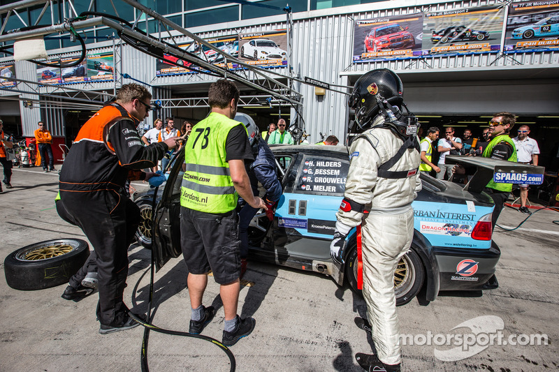 #78进站,JR车队,宝马 E46 GTR: Harry Hilders, Gijs Bessem, Daan Meijer, Roger Grouwels