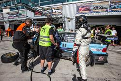 Pit stop per # 78 JR Motorsport BMW E46 GTR: Harry Hilders, Gijs Bessem, Daan Meijer, Roger Grouwels