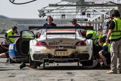 Pit stop para o # 8 Triplo GT3 Oito BMW Z4: Lee Mowle, Joe Osborne, Jacques Duyver, Charlie Hollings