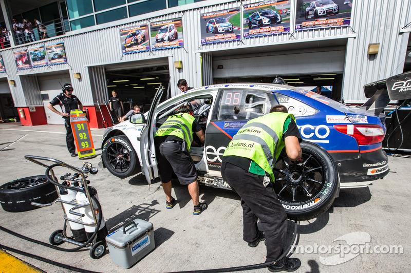 Boxenstopp für #93 MARC Cars Australia, MARC Focus V8: Jake Camilleri, Scott Nicholas, Lindsay Kearn
