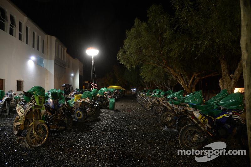 Motorradfahrer bei der Nachtruhe