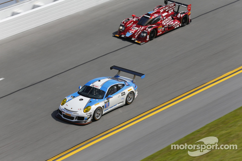 #18 Muehlner Motorsports America, Porsche 911 GT America: Marc Basseng, Matteo Beretta, Darryl O'You