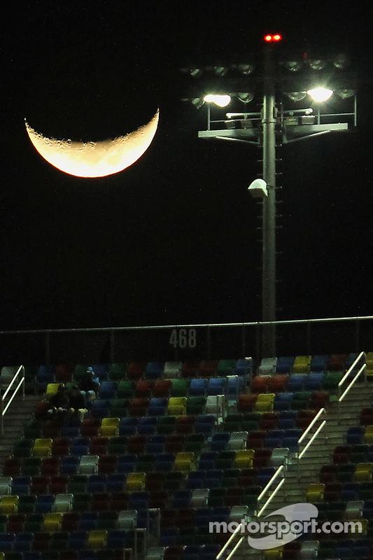 Lua sobre Daytona International Speedway