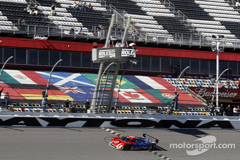 #02 Chip Ganassi, Ford/Riley: Scott Dixon, Kyle Larson, Jamie McMurray, Tony Kanaan siegen