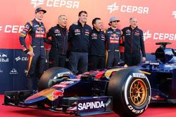 De Scuderia Toro Rosso STR10 is onthuld, Max Verstappen, Scuderia Toro Rosso; Paolo Marabini, Scuderia Toro Rosso Chief Designer; James Key, Scuderia Toro Rosso Technisch Directeur; Matteo Piraccini, Scuderia Toro Rosso Chief Designer; Franz Tost, Scuder