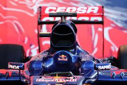 Acercamiento al cockpit y cubierta del motor del Toro Rosso STR10