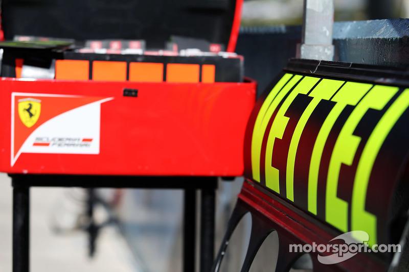 Boxentafel für Sebastian Vettel, Ferrari