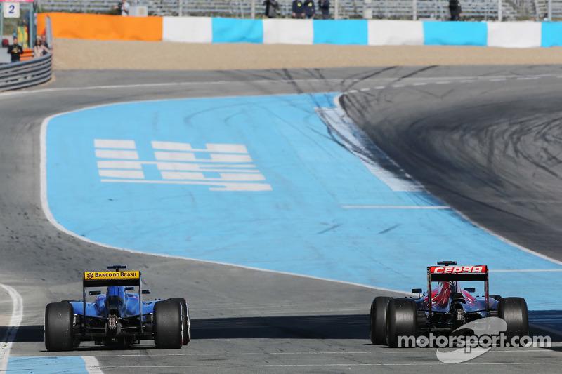 (da sinistra a destra): Marcus Ericsson, Sauber C34 e Carlos Sainz Jr., Scuderia Toro Rosso STR10 al