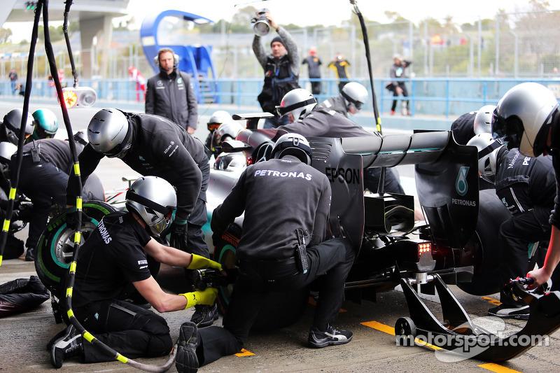 Mercedes AMG F1, pitstop antrenmanı yapıyor