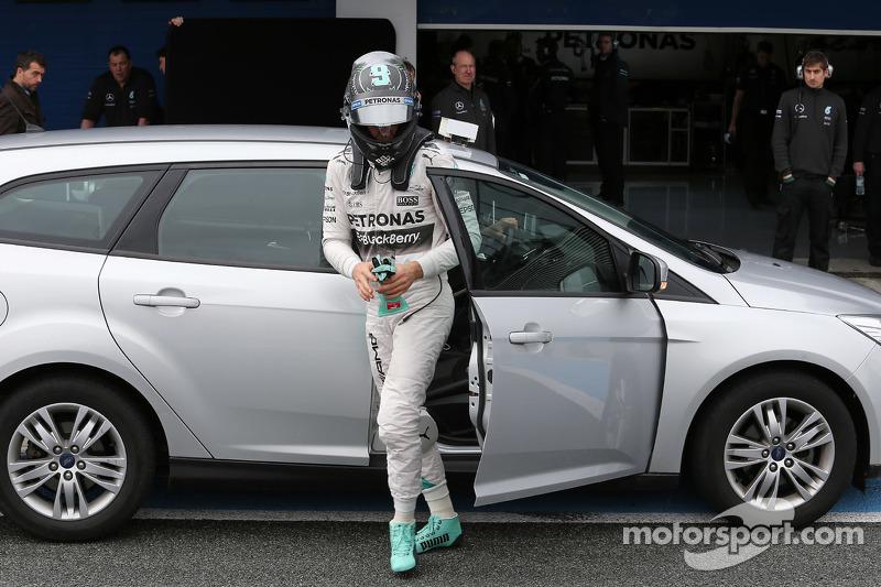 Nico Rosberg, Mercedes AMG F1, ist zurück in der Box, nachdem er auf der Strecke angehalten hat