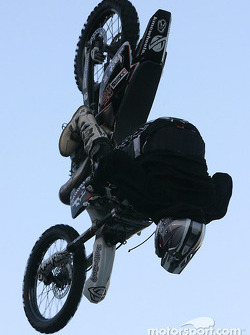 Freestyle motocross show: another complete loop