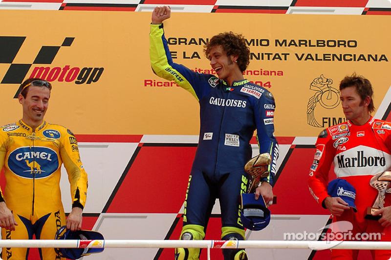 Podium: 1. Valentino Rossi, 2. Max Biaggi, 3. Troy Bayliss