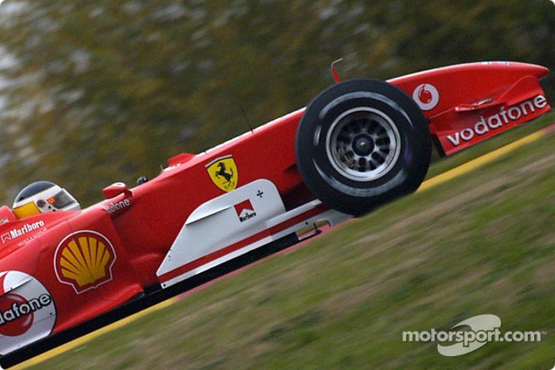 Carlos Reutemann prueba el Ferrari F2004