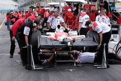 Team Penske thrashes on Hornish's car