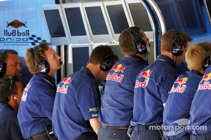 Red Bull Racing pared de pozo