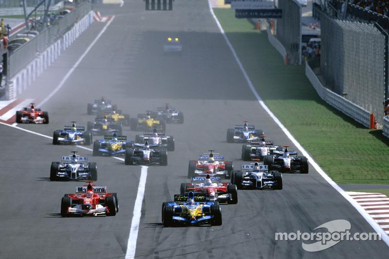 Inicio: Fernando Alonso lidera a Jarno Trulli y Michael Schumacher