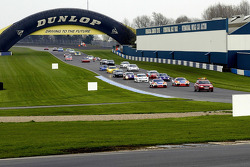 Safety Car leads the cars to the rolling start