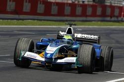Tire puncture for Felipe Massa