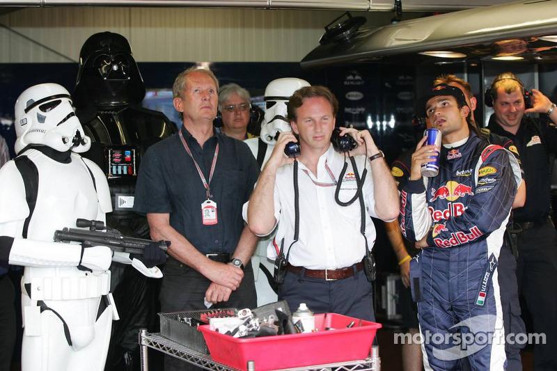 Darth Vader assiste à classificação com Vitantonio Liuzzi