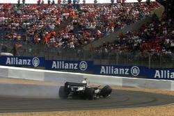 Crash: Kimi Räikkönen, McLaren