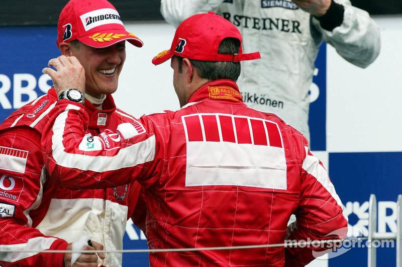 Podio: ganador de la carrera Michael Schumacher y tercer lugar Rubens Barrichello