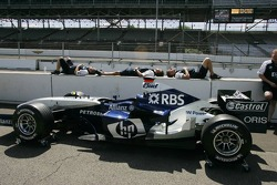 Williams-BMW at technical inspection
