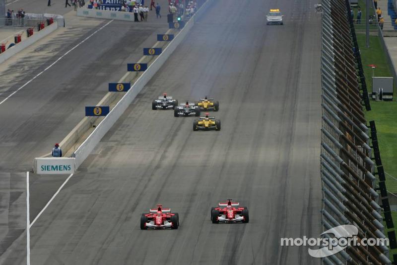 Start: Michael Schumacher übernimmt die Führung