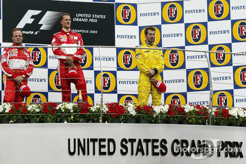 Podio: ganador de la carrera Michael Schumacher, segundo lugar Rubens Barrichello y tercer lugar Tia