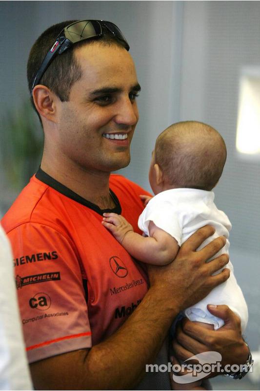 Juan Pablo Montoya y su bebe Sebastian