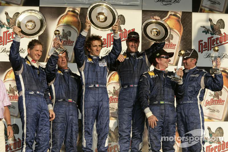 Ganador de la carrera Alain Prost con Jody Scheckter, Johnny Cecotto, Nigel Mansell, Emerson Fittipa