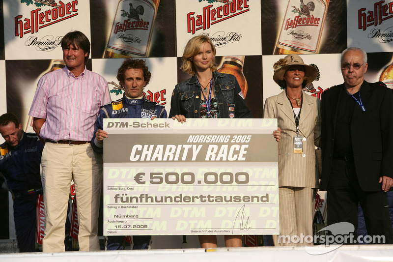 Ganador de la carrera Alain Prost