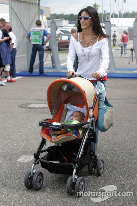 Connie Montoya y su bebé Sebastian