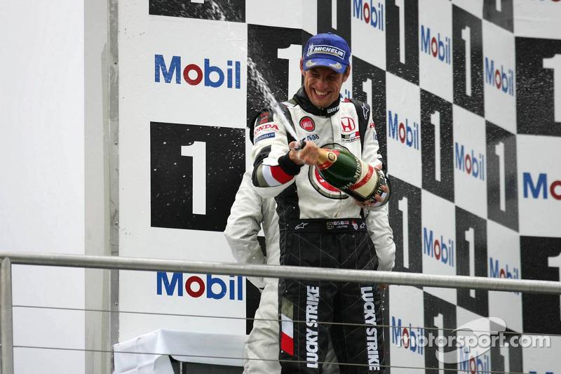 Podio: champagne para el tercer lugar Jenson Button