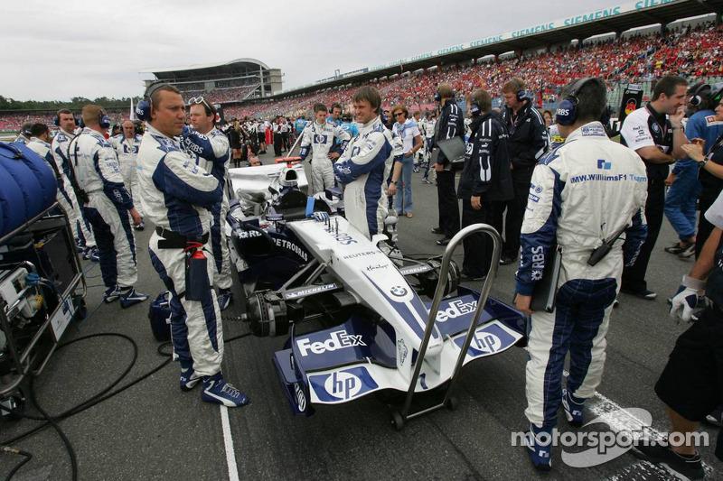 Miembros del equipo Williams en el trabajo