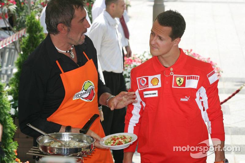 Evento Vodafone en el Intercontinental hotel: Michael Schumacher cocinando