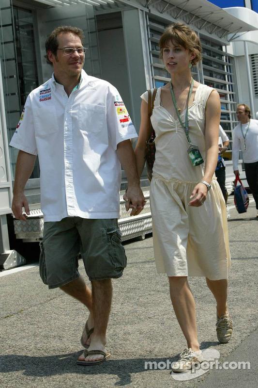 Jacques Villeneuve con su novia Ellie Green