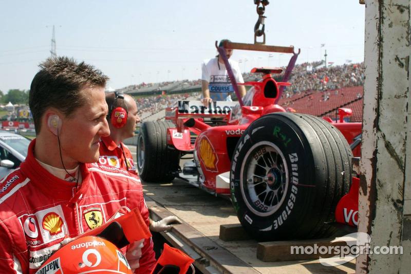 Michael Schumacher regresa a los pits