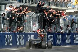 Kimi Räikkönen fête sa victoire