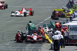 Early pitstop for Dan Wheldon