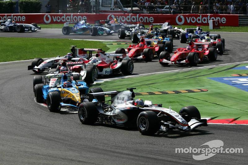 Inicio: Juan Pablo Montoya lidera a Fernando Alonso