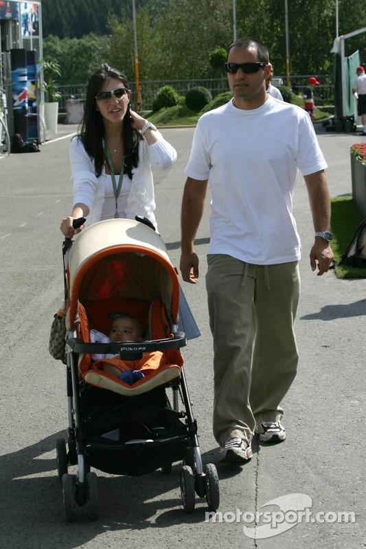 Juan Pablo Montoya con esposa Connie y niño Sebastien (que parece cada vez más a su papá)