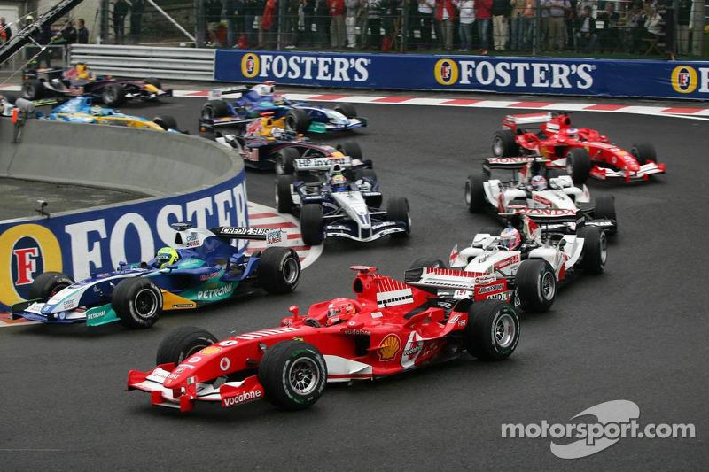 Inicio: Batalla de Felipe Massa y Michael Schumacher