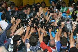2005 World Champion Fernando Alonso celebrates with photographers