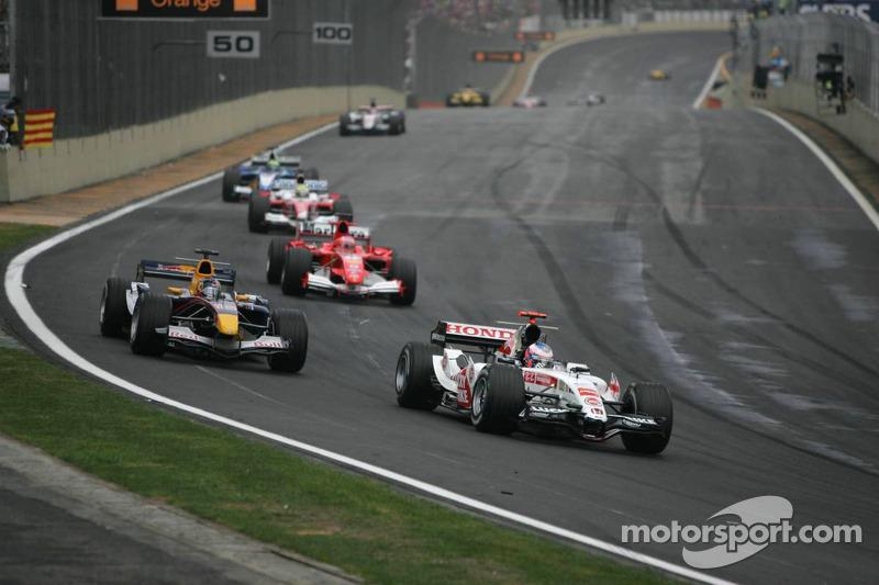 2005 foi o último ano dos motores V10, que até hoje deixam saudades nos fãs da F1.